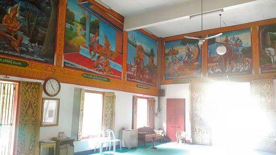 Fine pictures inside Wat Ou Sai Kham