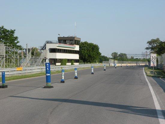 Circuit Gilles Villeneuve, percorribile con la propria auto, facendo però attenzione ai limiti di velocità... di 30km/h, Montréal, Québec - Luglio 2014