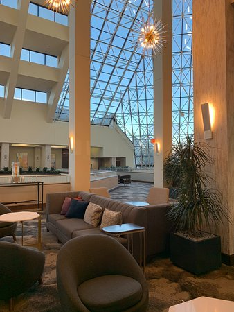 Crowne Plaza St Louis Airport: lobby