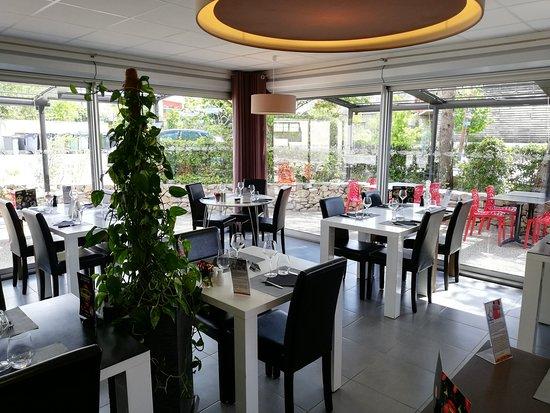 salle moderne - Picture of Saint-Clement-de-Riviere, Herault ...