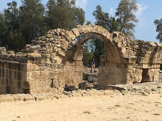 Ausgrabung mit Rekonstruktion