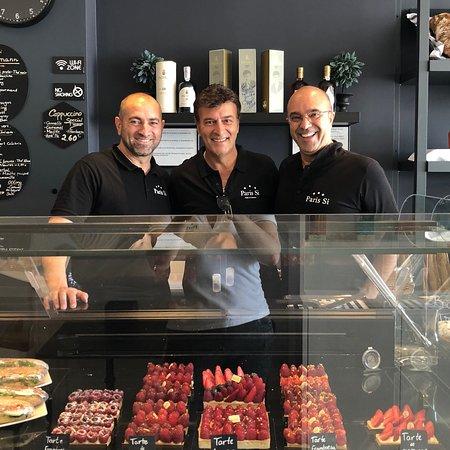 Bienvenue dans notre jolie petite  boulangerie pâtisserie française à Quarteira, Monsieur Tony Carreira et Monsieur Paolo Peirrera le Propriétaire de Quinta de Pacheca .