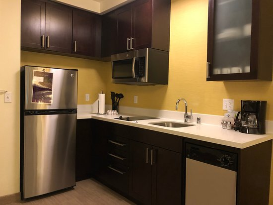 Residence Inn by Marriott Los Angeles LAX - kitchen
