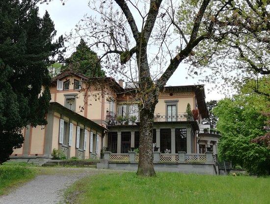 Lindau, Tyskland: Die Seitenansicht der Villa im Lindenhofpark