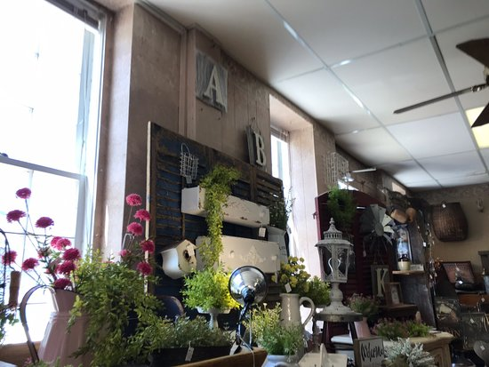 Amana, IA: Beautiful shop.