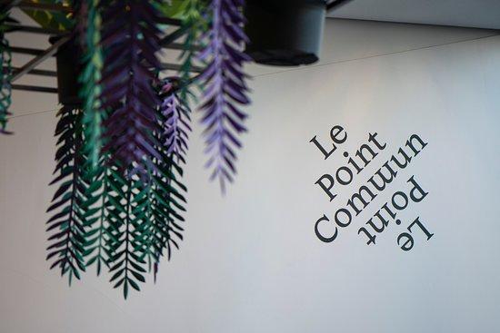Le Point Commun: Plafond artificiel en papier, véritable oeuvre artistique