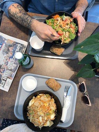 Marsella, Francia: Compose è un delizioso posticino a Marsiglia dove è possibile comporre la propria insalata scegliendola a partire dalla base e personalizzandola in ogni sua parte. Una proposta semplice ma completa per chi ama mangiare con gusto e attenzione agli ingredienti. Interessante anche la proposta di condimenti proposti.