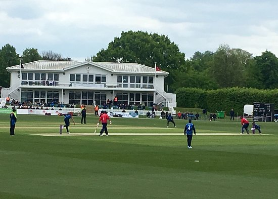 The County Ground: Blowing and batting at Beckenham
