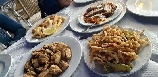 La Antilla, España: adobo de atún, calamares de campo, chocos, pimientos con ventresca