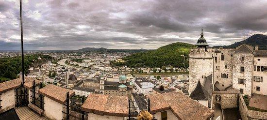 Fortress Hohensalzburg Admission Ticket: Ausblick auf Salzburg vom Turm der Festung Hohensalzburg