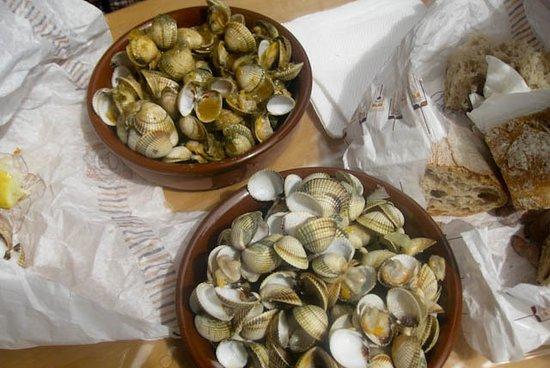 Galicia, Spania: ¿Planes para verano? Pásate por la feria del berberecho y enamórate (todavía más) de la gastronomía gallega..¡RIQUÍSIMOS! ¿Cuándo? 21 de agosto, ¿te animas?