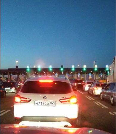 Samarskoye, รัสเซีย: Конец пробки  перед пропускным пунктом Самарское на платном участке М4. Пробка от Водяной балки до Самарского,26 км, по времени 1 час.