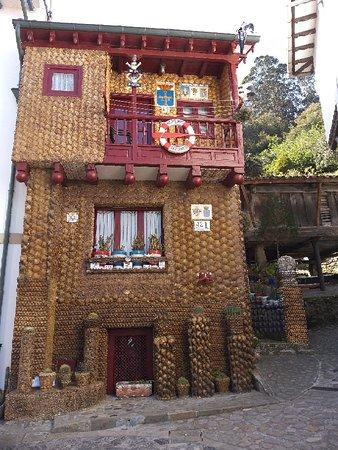Tazones, Španělsko: Casa de las Conchas
