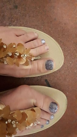 Brilliant luxury pedicure but poor quality nail polish