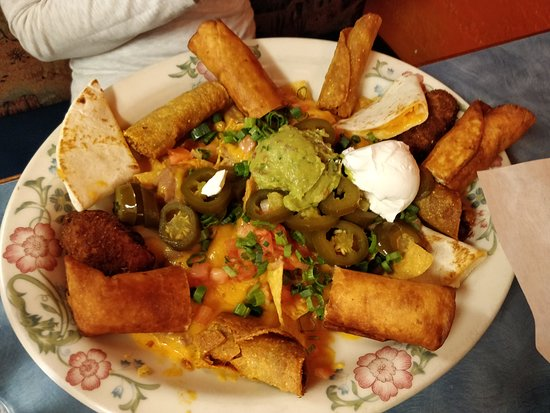 Blackfoot, ไอดาโฮ: Combo Plate: Nachos, Quesadilla, chili peppers, beef taquito, chicken taquito
