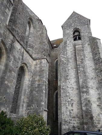 Basilique de Saint-Mathurin: Église Saint-Mathurin, ruines extérieures
