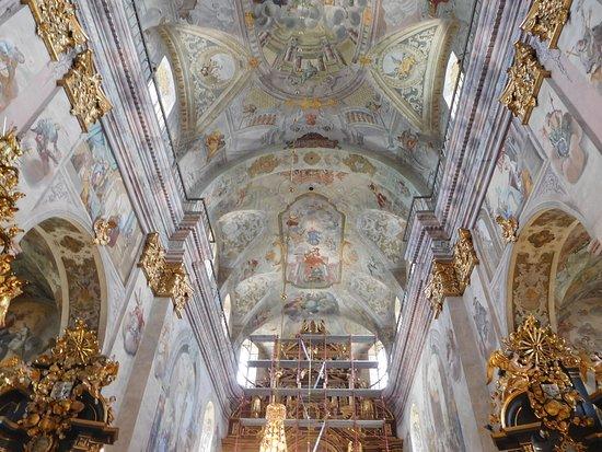 Lezajsk, Польша: główna nawa, ołtarz główny w remoncie