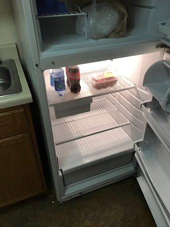 Kitchenette - Refrigerator appeared clean and cold.  Freezer had empty ice trays.  The hotel does not have an ice machine.