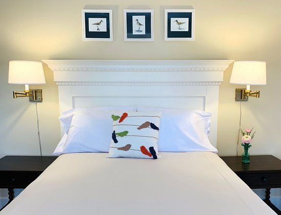 Individually decorated guest rooms for your comfort - Ảnh của Oak Bluffs Inn, Vườn nho Martha - Tripadvisor