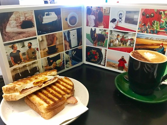 Great coffee shop find in Carey Bay shops. Coffee Yummo toastie Yummo and just a great spot to catch up.  The guy who runs it is very welcoming and there's a table out front if you bring your dogs. ⭐️⭐️⭐️⭐️⭐️