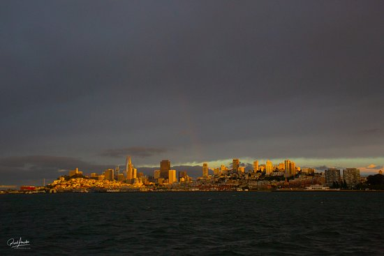 San Francisco Bay Sunset Catamaran Cruise: Look carefully in the center and you can see a rainbow!