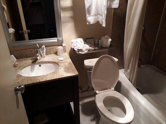 Montebello, CA: Bathroom