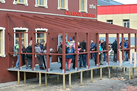 Red Bear Pub & Brewery: veranda