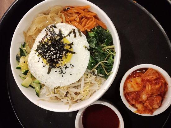 Misokimchi Tanah Rata: Vegetarian Bibimbap ~ a bowl of Korean rice rich with assorted vegetables serve with Bibimbap sauce & kimchi