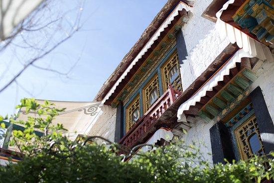 HANGSUK Trichang Labrang Hotel