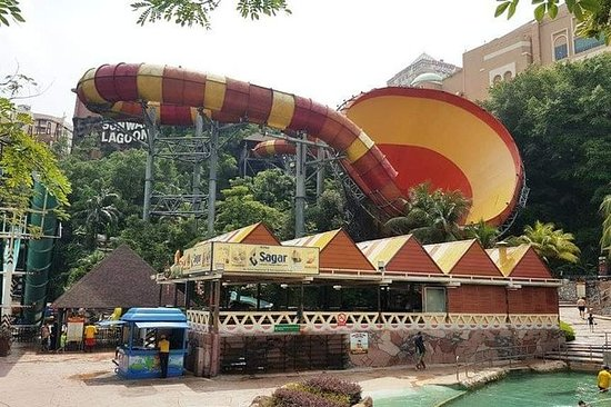 Sunway Lagoon Day Trip med...