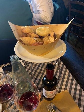 Pranzo con fritto misto alla romana e cacio e pepe con mezzo litro di vino rosso