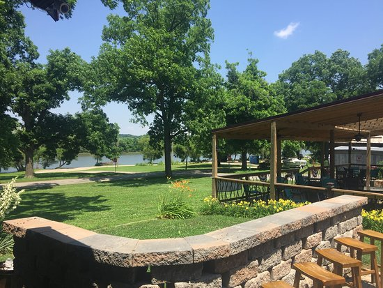 Evansville, IL: Outdoor Seating