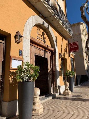 Cocina catalana tradiocional de  gran calidad. Es el Priorat en el plato, especialidades para todos los paladares y servidas con calidez. 100% recomendable.