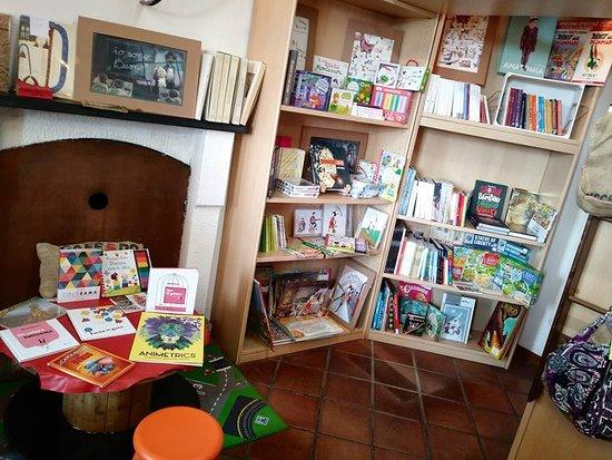 Gavi, Italija: Grande spazio per i giovani lettori