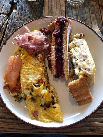 More breakfast options: omelet, prosciutto, salmon, cherry pie, apple and pecan pie
