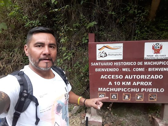 Andean Spirit Adventure: Passenger Claudio from Agentina arriving to Machupicchu from Hidroelectrica