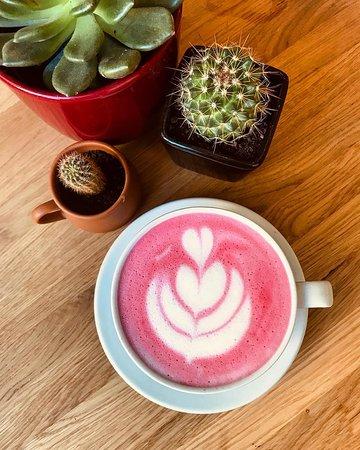 Väike Lisanna - Vegan Coffee Shop: Adds color to your life!
