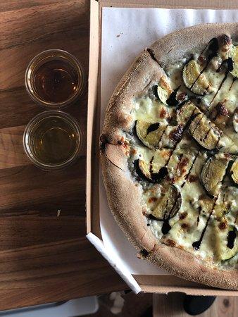Ρζεσζόφ, Πολωνία: Naszą specjalnością jest czarne ciasto, dostępne w każdy piątek w naszej pizzerii