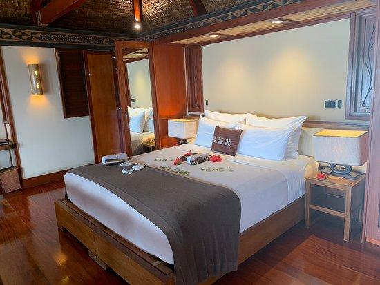 Likuliku Lagoon Resort: Our beautiful bed