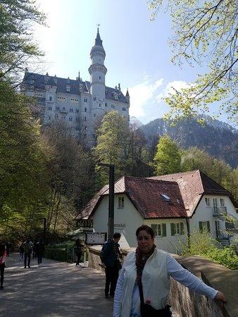 Tagesausflug von München aus im Luxusbus nach Neuschwanstein und Linderhof – Tour in kleiner Gruppe Foto