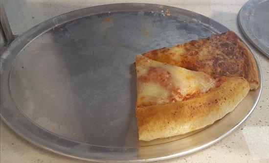 West Hempstead, نيويورك: Hunki's pizza and ice cream