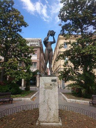 Statua della Maternità