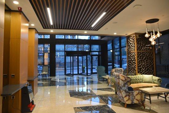 New Garden Hotelin muhteşem girişi ve lobbysi