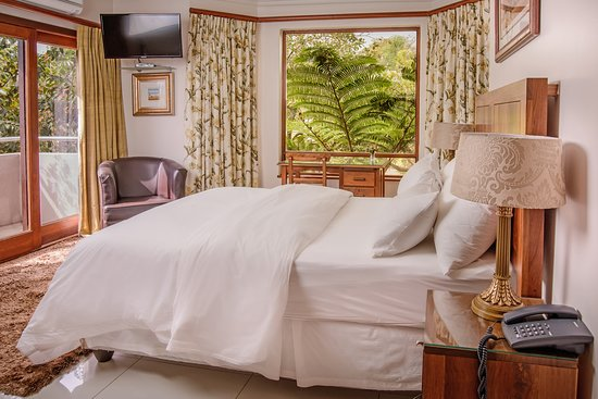Size: 28m2 Bed size: Queen extra length. Bathroom: Separate bathroom with special Swiss jet shower, no bath Location: Main lodge building, down stairs. Other: Small balcony, full floor tiles. Close to front door.