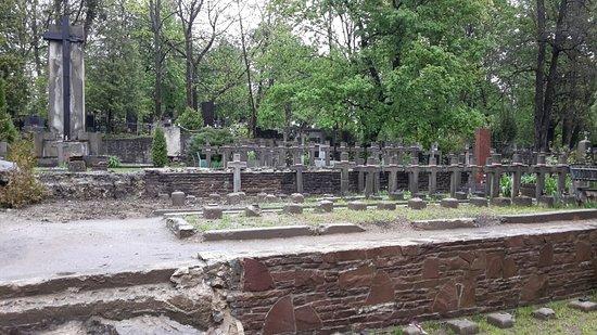 Yaniv Cemetery