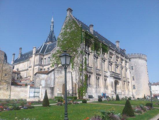 Hotel de Ville d'Angouleme / le Chateau Comtal