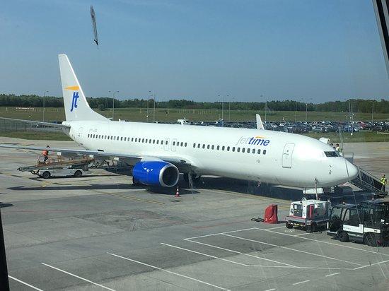 Jet Time uit Denemarken die door Transavia zijn ingeschakeld voor drukke dagen. Op Eindhoven.