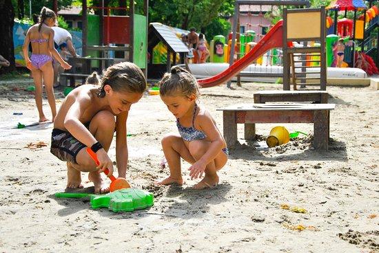 Aquaestate: castelli di sabbia nel magico mondo di Ricky!