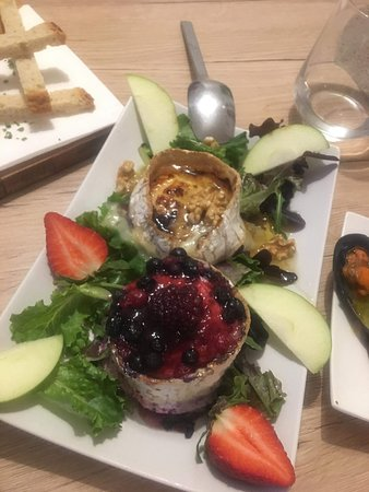 Duo Warm goat cheese with honey or berry fruit.