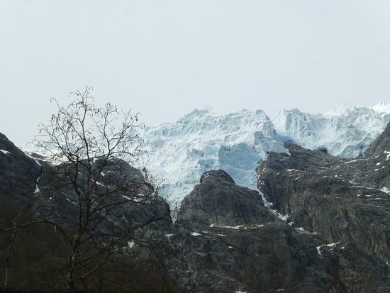 "Supphellebreen: Glacier ""crawling""over the mountaintop"
